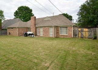 Pre Foreclosure in Memphis 38125 CREEK MANOR LN - Property ID: 1779898896