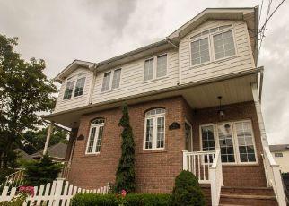 Pre Foreclosure in Staten Island 10309 HARRIS LN - Property ID: 1780052171