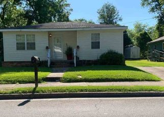Pre Foreclosure in Quincy 32351 S CLEVELAND ST - Property ID: 1785796649