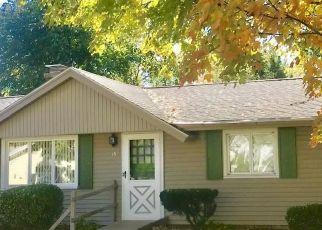 Pre Foreclosure in Stoneham 02180 ELAINE RD - Property ID: 1790429989