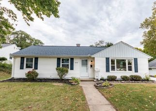 Pre Foreclosure in South Bend 46614 HILLTOP DR - Property ID: 1790823275