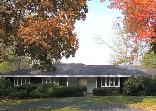 Pre Foreclosure in Fairfield 06825 GOLFVIEW TER - Property ID: 1795415433