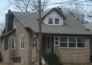 Pre Foreclosure in Louisville 40215 TAYLOR BLVD - Property ID: 1797596100