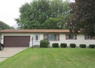Pre Foreclosure in Kendallville 46755 LARAMIE TRCE - Property ID: 1801143250