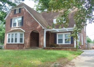 Pre Foreclosure in Winston Salem 27105 FOREST HILL AVE - Property ID: 255279439