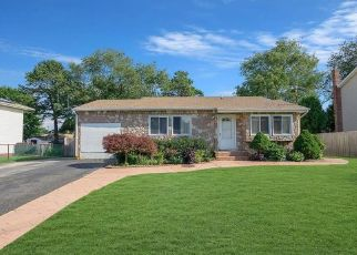 Pre Foreclosure in Brentwood 11717 MCNAIR ST - Property ID: 721039378