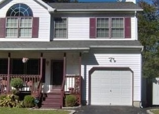 Pre Foreclosure in Mastic 11950 COVENTRY AVE - Property ID: 738585945