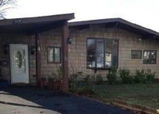 Pre Foreclosure in Islip 11751 FRANKLIN ST - Property ID: 738662580