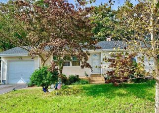 Pre Foreclosure in Brentwood 11717 HILLTOP DR - Property ID: 765315487
