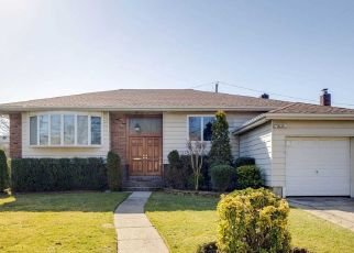 Pre Foreclosure in Valley Stream 11581 OLIVER AVE - Property ID: 808242185