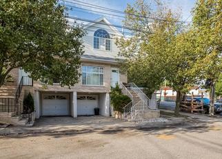 Pre Foreclosure in Staten Island 10309 JESSICA LN - Property ID: 883870221