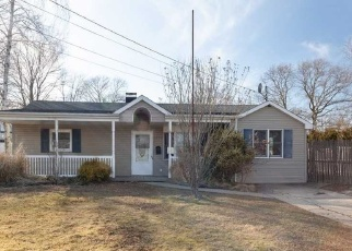 Pre Foreclosure in Bay Shore 11706 FIRE ISLAND AVE - Property ID: 884175949
