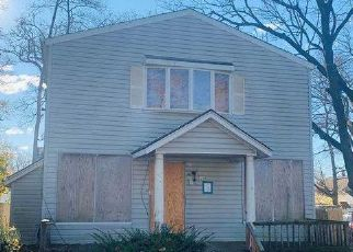 Pre Foreclosure in Huntington Station 11746 E 2ND ST - Property ID: 916588195