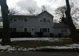 Pre Foreclosure in Brightwaters 11718 HIAWATHA DR - Property ID: 919952720