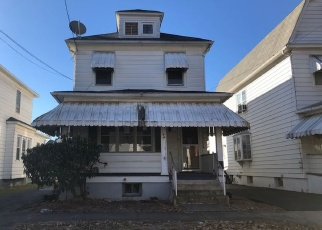 Pre Foreclosure in Wilkes Barre 18702 OAK ST - Property ID: 938295956