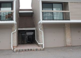 Pre Foreclosure in Clinton 08809 OVERLOOK DR - Property ID: 940053983