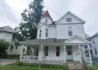 Pre Foreclosure in Holyoke 01040 DWIGHT ST - Property ID: 941111229