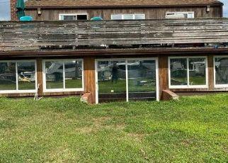 Pre Foreclosure in West Islip 11795 SECATOGUE LN E - Property ID: 960195517