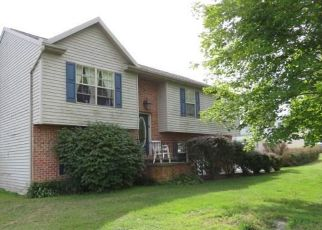 Pre Foreclosure in Spring Grove 17362 THOMAN DR - Property ID: 963855668