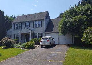 Pre Foreclosure in Oakton 22124 MEADOWLAND DR - Property ID: 964598920