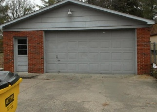 Pre Foreclosure in Louisville 40214 WINDEMERE DR - Property ID: 975294681