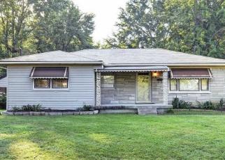 Pre Foreclosure in Louisville 40216 TEAKWOOD CIR - Property ID: 975339792