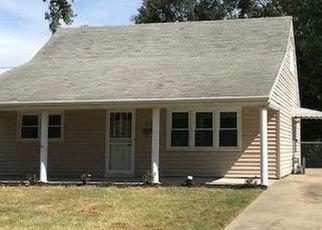 Pre Foreclosure in Louisville 40272 JOHN ADAMS WAY - Property ID: 976038349