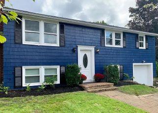 Pre Foreclosure in Danvers 01923 ROBERT RD - Property ID: 979008694
