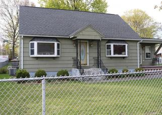 Pre Foreclosure in Lowell 01850 BUNKER HILL AVE - Property ID: 986804183