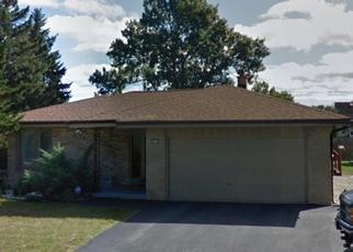 Pre Foreclosure in Oak Creek 53154 S WOODRIDGE DR - Property ID: 988666458