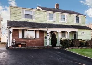 Pre Foreclosure in Westbury 11590 HARVARD ST - Property ID: 991533435