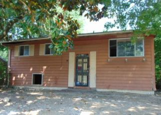Pre Foreclosure in Louisville 40218 ROBINWOOD RD - Property ID: 998058815