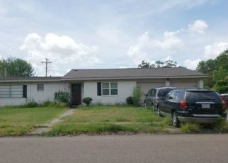 Sheriff Sale in Victoria 77901 COLLEGE DR - Property ID: 70213479469