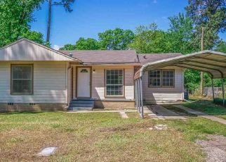 Sheriff Sale in Longview 75602 FRANCIS DR - Property ID: 70219964554