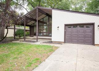 Short Sale in North Olmsted 44070 COE AVE - Property ID: 6296911737
