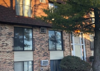 Short Sale in Glendale Heights 60139 S WATERS EDGE DR - Property ID: 6310612434