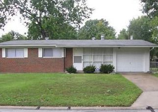 Short Sale in Saint Louis 63136 HALLWOOD DR - Property ID: 6319119647