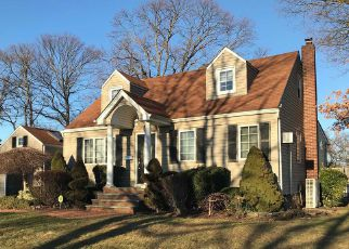 Short Sale in Lindenhurst 11757 N HAMILTON AVE - Property ID: 6321158857