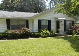 Short Sale in Urbana 61802 LINCOLNWOOD DR - Property ID: 6323566390
