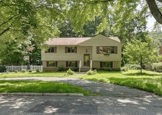 Short Sale in West Milford 07480 BERGEN DR - Property ID: 6324137508