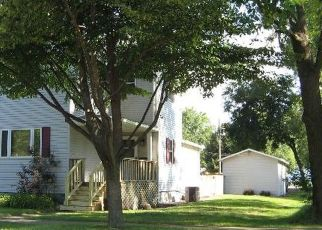 Short Sale in Paxton 60957 W SPRUCE ST - Property ID: 6325777724