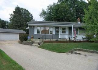 Short Sale in Menomonee Falls 53051 LAWRENCE CT - Property ID: 6326419799