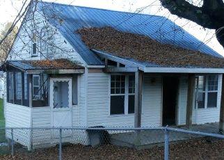 Short Sale in Oak Hill 25901 VETERANS AVE - Property ID: 6327242299