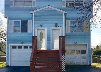 Short Sale in Stratford 06615 COLUMBUS AVE - Property ID: 6327379389