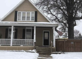 Short Sale in Davenport 52802 W 4TH ST - Property ID: 6328276811