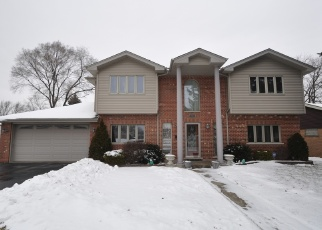 Short Sale in Chicago Ridge 60415 107TH PL - Property ID: 6328296512