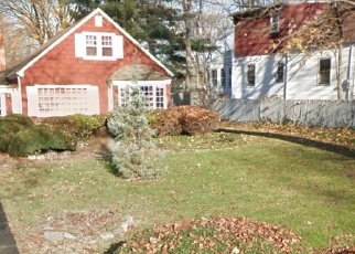 Short Sale in Bridgeport 06610 ROGER WILLIAMS RD - Property ID: 6328623684