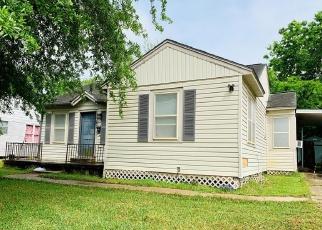 Short Sale in Victoria 77901 E COLORADO ST - Property ID: 6329531597