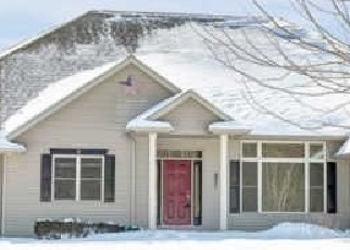 Short Sale in Suamico 54173 NORFIELD RD - Property ID: 6329946800