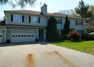 Short Sale in Johnston 02919 ROLLINGWOOD DR - Property ID: 6330221851